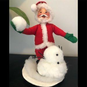 Annalee Santa building a snowman